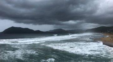 Húracan Willa afecta las costas mexicanas