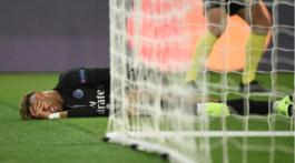 Patada de Canavi a Neymar