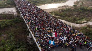 Salvadoreños en caravana