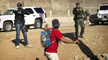 Trump pide a México que deporte a los migrantes centroamericanos tras estallido de violencia en la frontera
