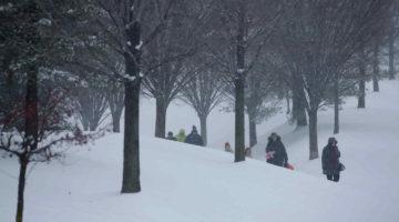 personas-caminando-en-la-nieve