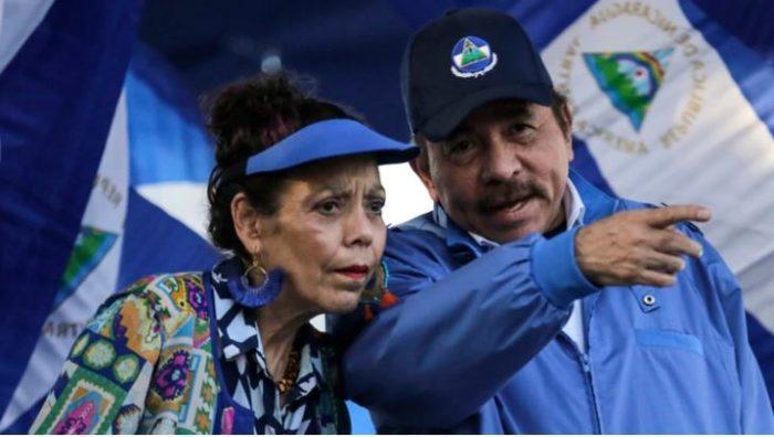 Daniel Ortega y esposa