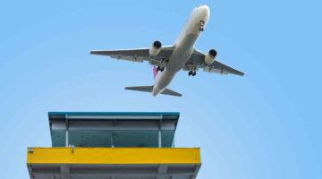 avion-torre-control-aeropuerto
