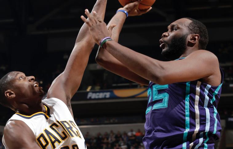 Hornets ganan en su visita a los Pacers