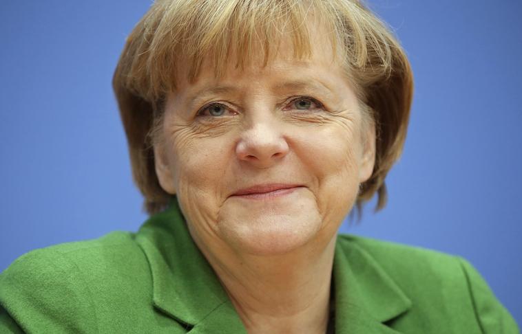 """Angela Merkel: UE no puede dejar a Grecia """"sumirse en el caos"""" ante crisis migratoria"""
