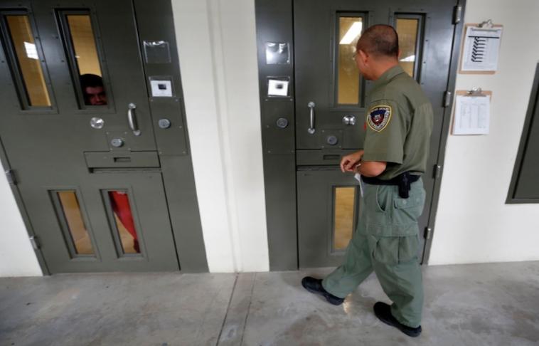 Centros de detención sufren la negligencia de ICE