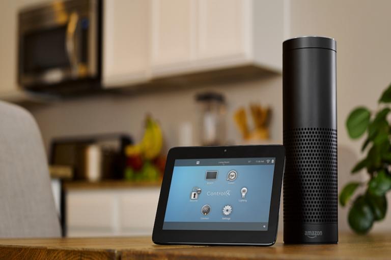 Amazon lleva a su asistente digital Alexa a la oficina