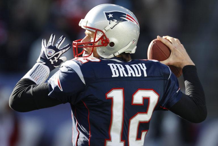 Brady apunta a tres años más en la liga