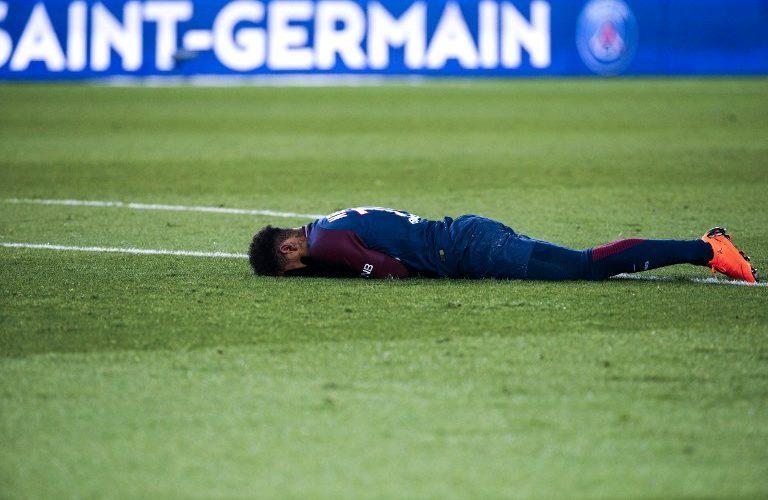 Neymar salió llorando y en camilla tras sufrir dura lesión