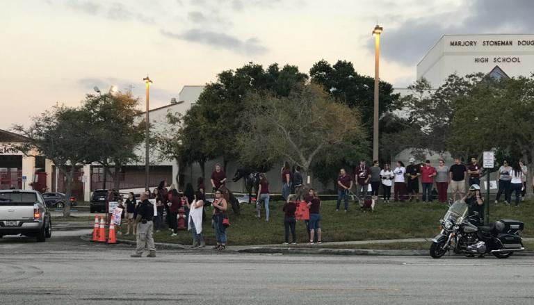 Estudiantes regresan a clases en Parkland