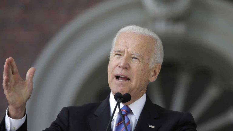 Biden promete 200 millones de vacunas antes de mayo
