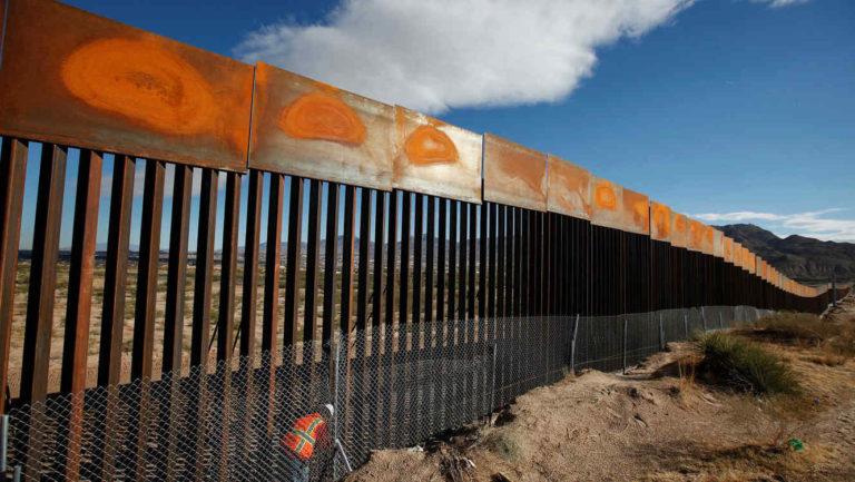 Pentágono desviará recursos de Afganistán para construcción de muro