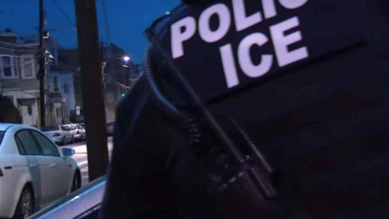 """Inmigrantes con """"green card""""podrían ser detenidos."""