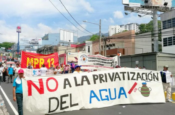 Peligro por privatización de agua en El Salvador