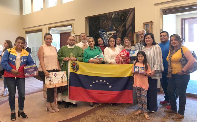 Venezolanos en Charlotte, celebran misa en oración