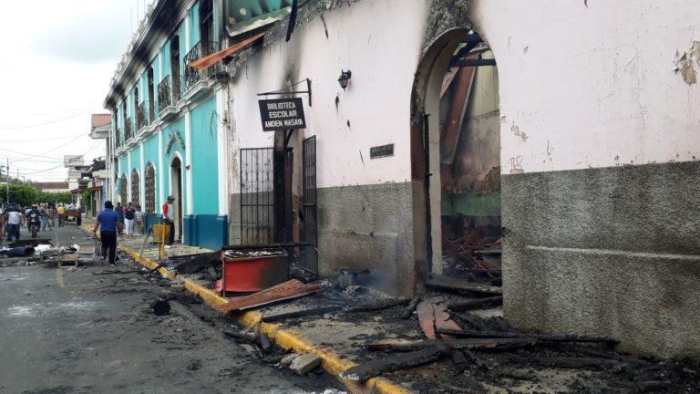 Denuncian quemas de casas de opositores en Nicaragua