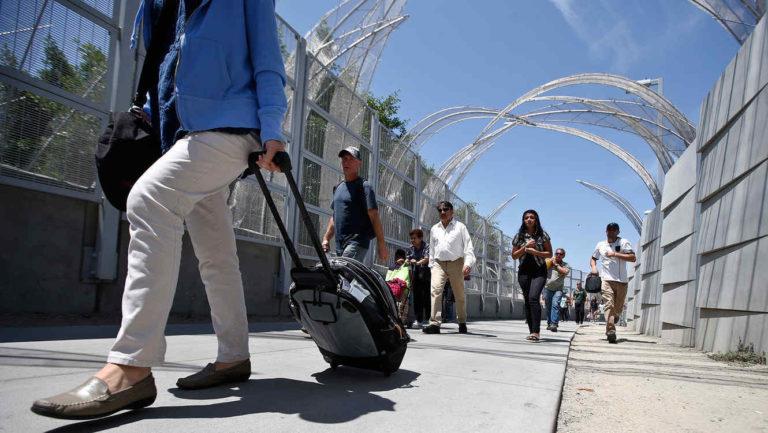 EE.UU. niega pasaportes a hispanos que nacieron en EE.UU.