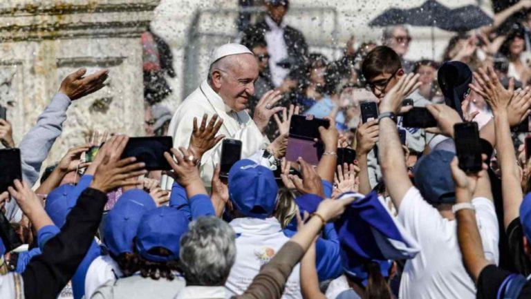 El papa canoniza al arzobispo salvadoreño Romero y a Pablo VI