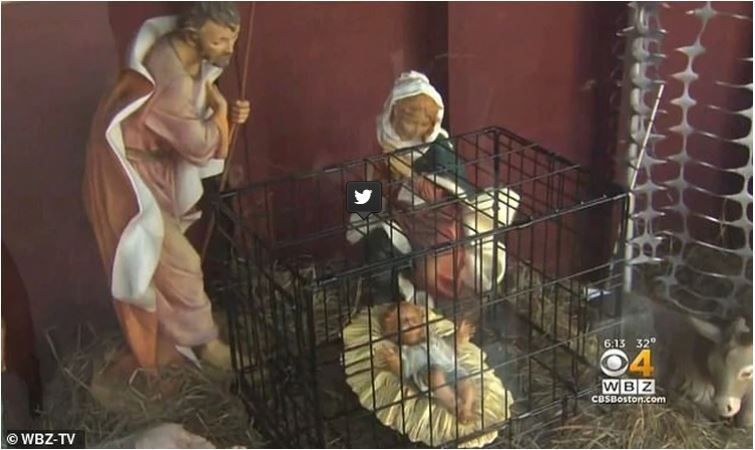 Controversia por poner al niños Jesús en una jaula