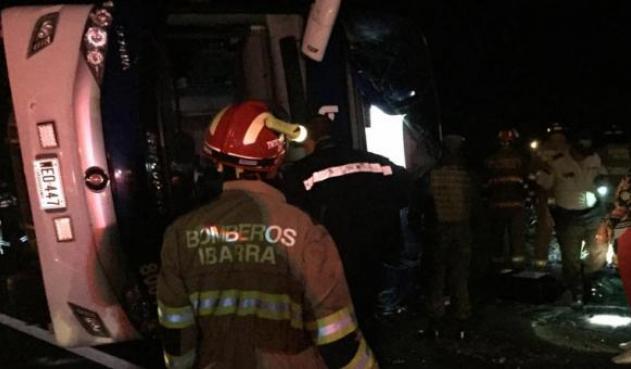 Trágico accidente de bus colombiano en Ecuador