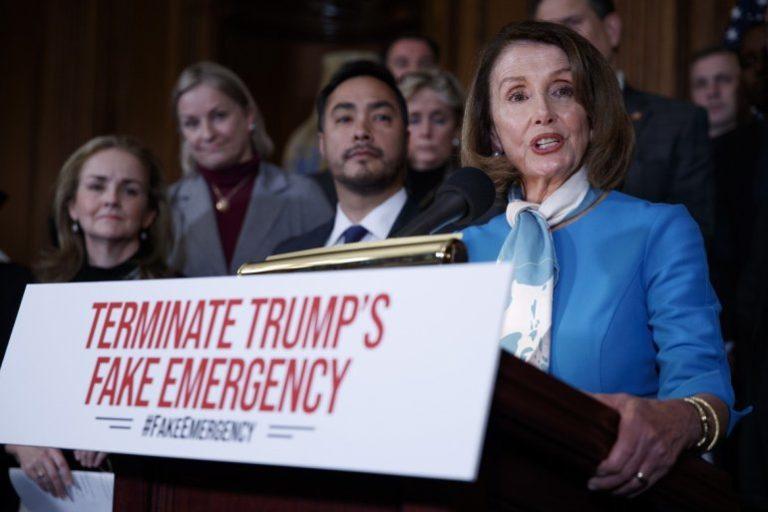Cámara aprueba resolución contra Trump