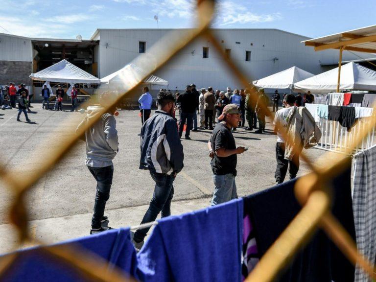 Tras reubicar y deportar a migrantes México cerrará albergue en frontera