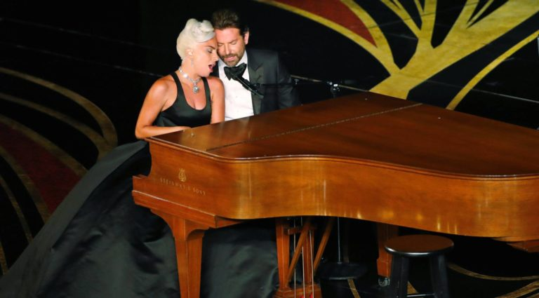 """Lady Gaga habla de su """"amor"""" con Bradley Cooper"""