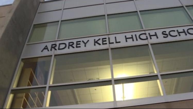 Suspendido estudiante tras publicar contenido racista