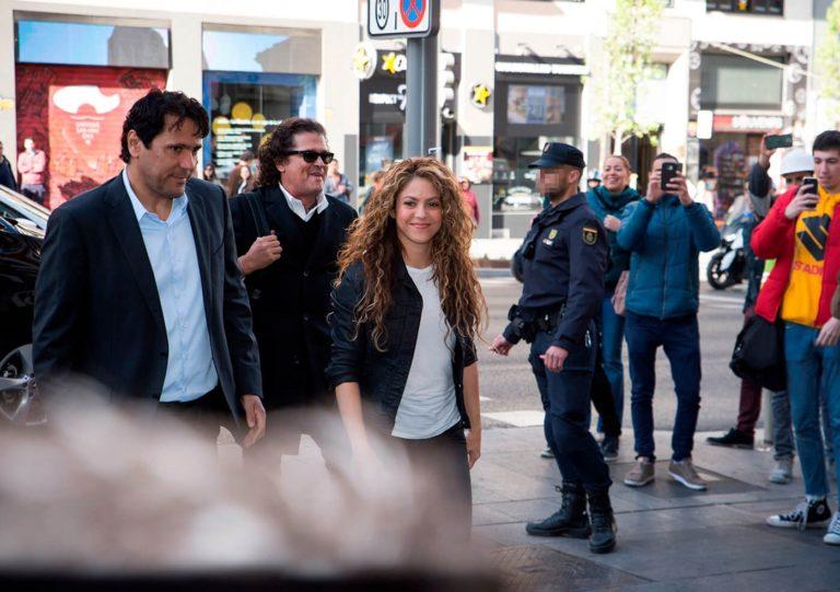 """A Shakira y a Carlos Vives los quieren bajar de """"La Bicicleta"""""""