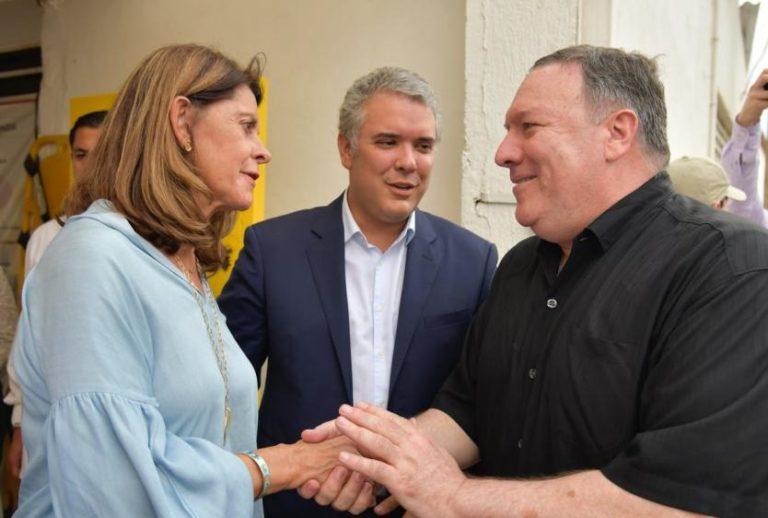 Pompeo pide a Maduro abrir paso a la ayuda humanitaria