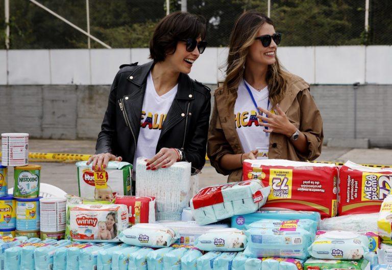 Dos ex Miss Universo venezolanas recogen ayuda para sus paisanos