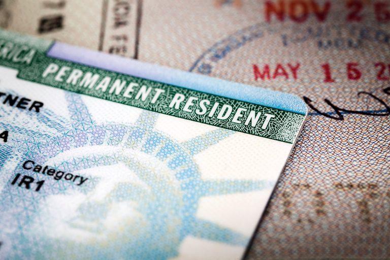 """Inmigrante evita la deportación y recupera su """"green card"""""""