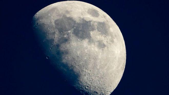 La NASA enviará una mujer a la luna en 2024
