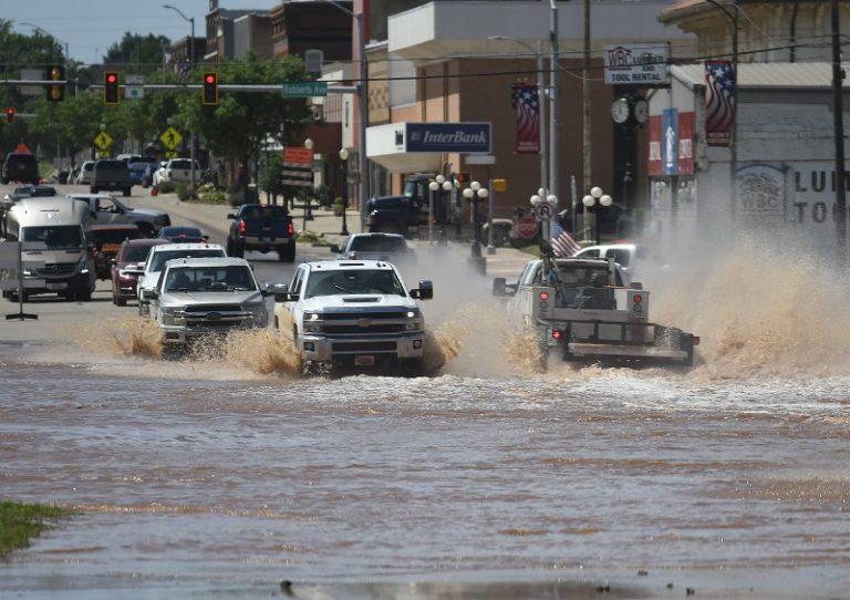 Evacúan poblado de Oklahoma por riesgo de inundaciones