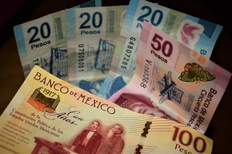 Peso mexicano a la baja tras anuncio de Trump
