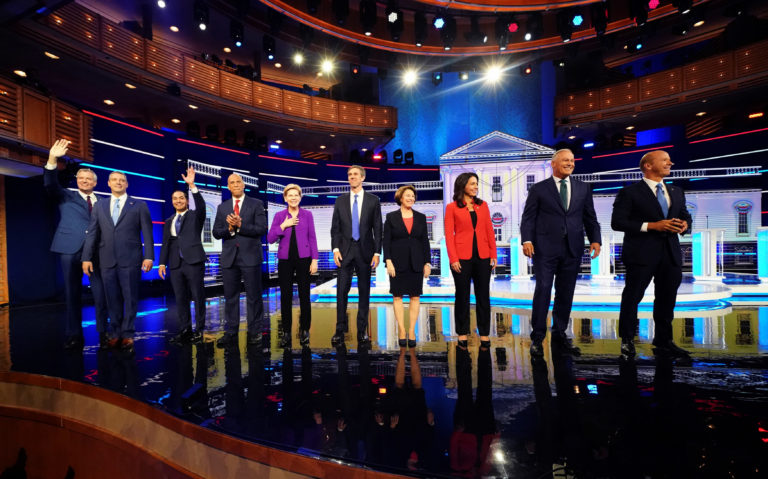 Precandidatos demócratas y sus propuestas migratorias