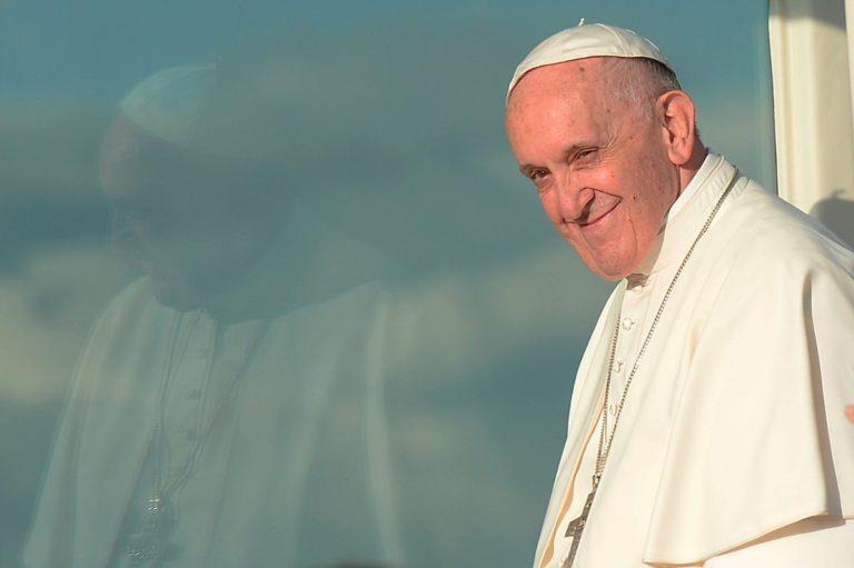 """Francisco modifica versión en inglés del """"Padre nuestro"""""""