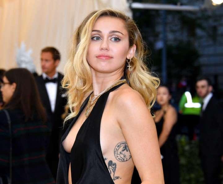 Miley Cyrus con razones para no ser madre