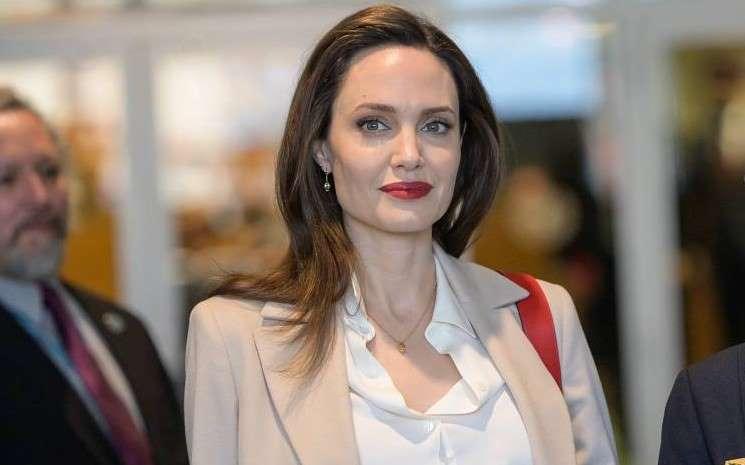 """Angelina Jolie no es tan """"Maléfica"""""""