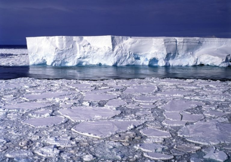 Estudio: Hielo de la Antártida ha reducido su tamaño