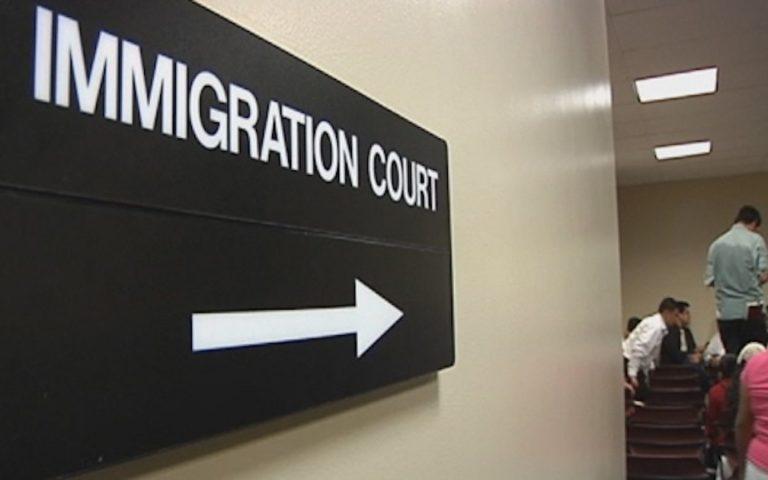Inmigrantes quedarán sin intérpretes en audiencias iniciales