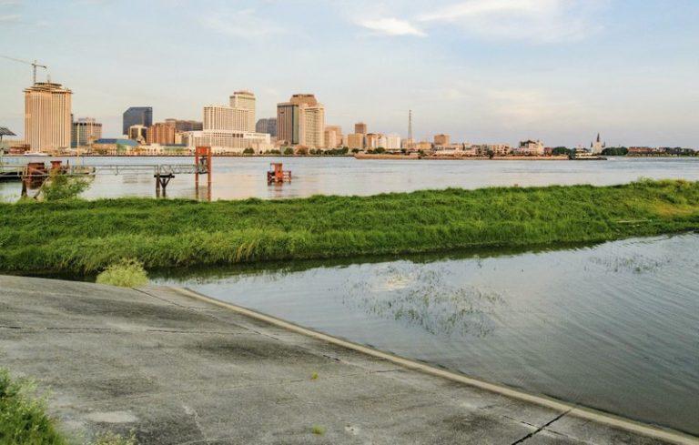 Nuevo Orleans refuerza diques ante llegada de Barry