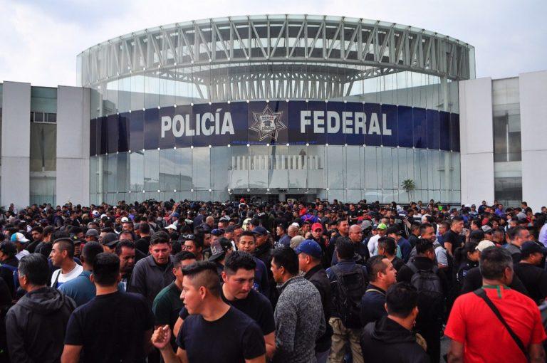 """AMLO no descarta """"mano negra"""" en protestas de Policía Federal"""