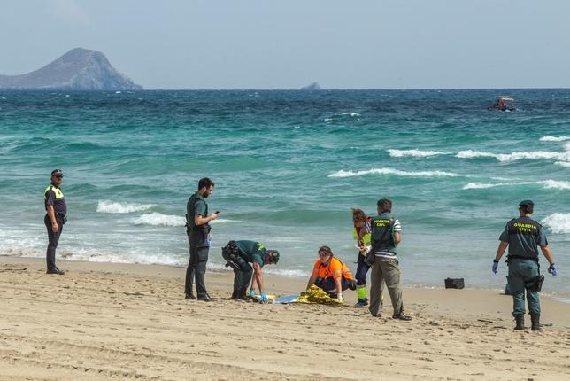 Muere piloto español: Avión del ejército cayó al mar