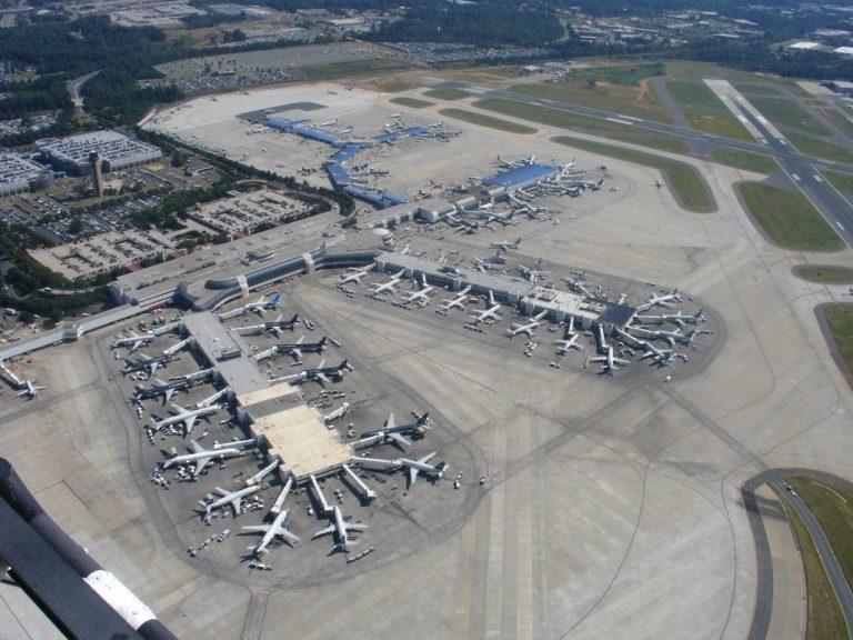 Accidente en aeropuerto de Charlotte deja un muerto