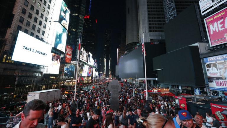 Pánico en Times Square: Confunden sonido de moto con disparos