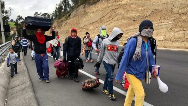 Venezolanos apelan a pasos ilegales para entrar Ecuador