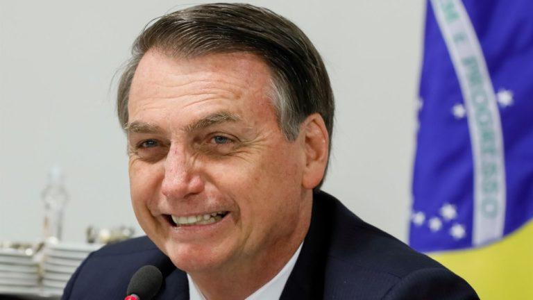 Bolsonaro se ríe de insultos a primera dama de Francia