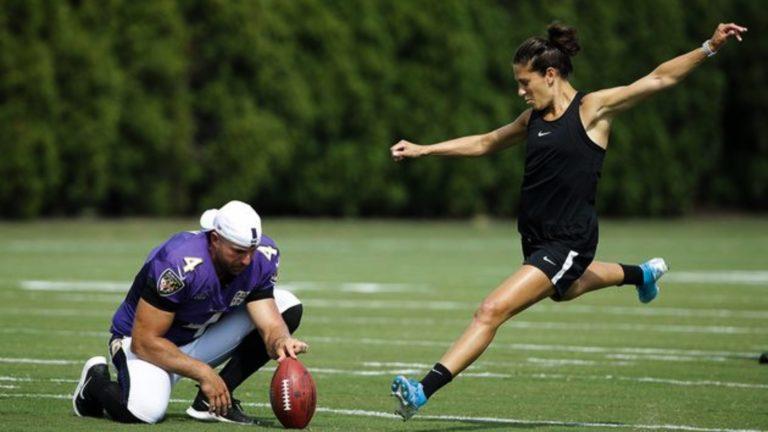 Campeona mundial de fútbol Carly Lloyd probará en la NFL