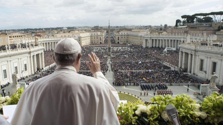 """El papa pidió a sus párrocos """"compromiso"""" contra abusos"""